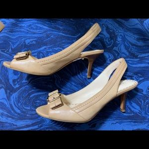 Coach Shoes Size 8 1/2 - Tan / Cream Leather